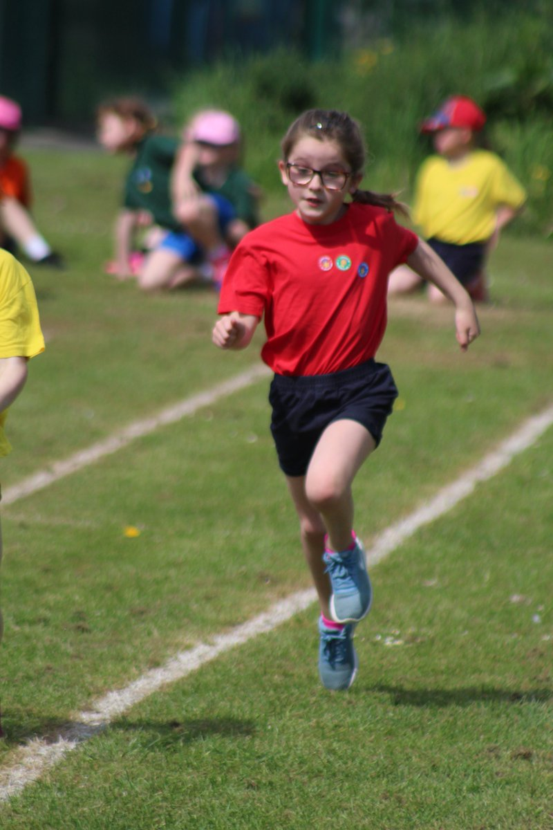 Awesome sporting action from our KS1 Sports day this morning! The children all took part with pride and showed fantastic #sportsmanship I think we may have some #futureolympians here! @J_Ennis