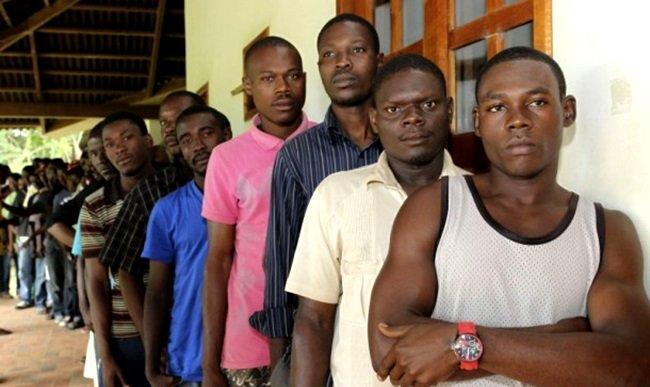 Haitianos relatam rotina de humilhações e preconceito no Brasil  #geledes #casosderacismo #xenofobia    https://t.co/RPDNcBiIFi
