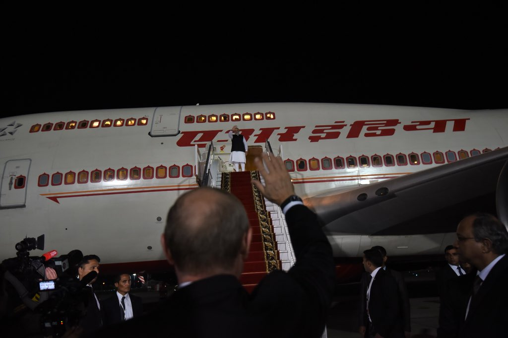 After a fruitful Informal Summit in Sochi, PM @narendramodi emplaned for Delhi. In a special gesture, President Putin bid farewell to the Prime Minister at the airport.