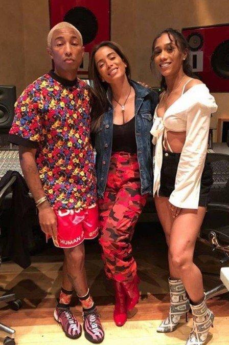 Anitta se diz emocionada ao posar ao lado de Pharrell e amigos famosos comemoram o encontro https://t.co/utvM89rSEq