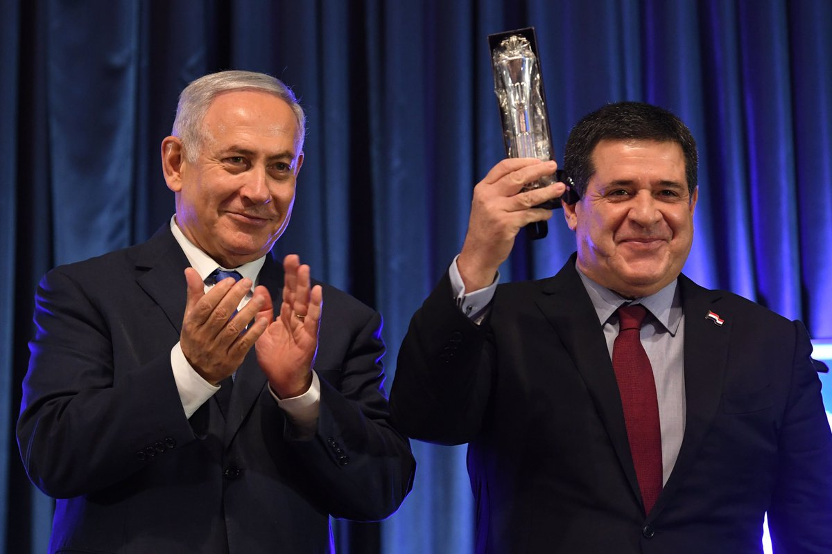 Prime Minister Benjamin Netanyahu, his wife Sara and Paraguayan President Horacio Cartes attended a reception this evening at @israelmfa marking the opening of the Paraguayan Embassy in Jerusalem. 🇮🇱🇵🇾  pmo.gov.il/English/MediaC…