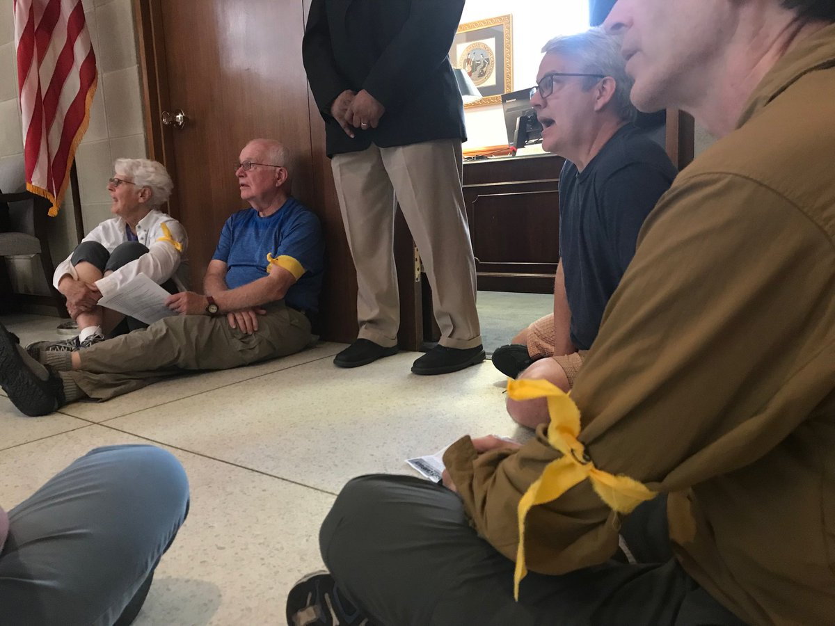 I count armbands on six folks outside Speaker Moore's office. Usually signals a willingness to get arrested and one man says that's the case today. #ncga <br>http://pic.twitter.com/38SPT8Gi96