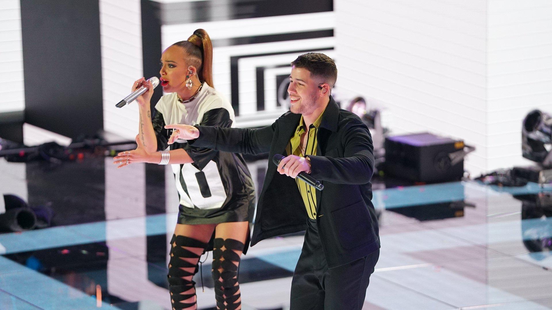 We are JEALOUS of @Jurnee and @nickjonas and their amazing talent! #AmericanIdol #IdolFinale https://t.co/EzHdBDqOeZ