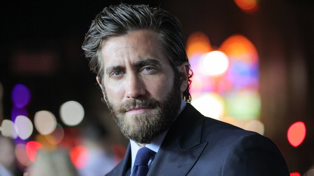 Jake Gyllenhaal is in talks to play the villain Mysterio in the #SpiderManHomecoming sequel https://t.co/VjHeZ5ng0q