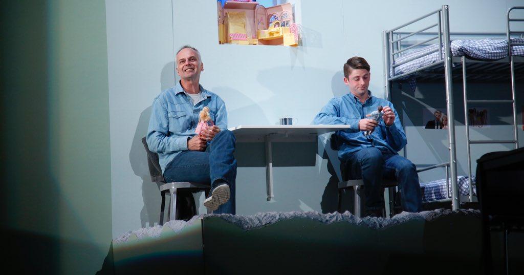 """""""Die Rollen des von @KayKruppa inszenierten Stücks sind perfekt besetzt. #SchwereJungs sind kurzweilig und lustig, sympathisch und liebenswert, treiben einem mitunter die Lachtränen in die Augenwinkel – und sind garantiert einen Theaterbesuch wert."""" (@Kreiszeitung, 22.5.18)pic.twitter.com/QKmMZUlPja – at Weyher Theater"""