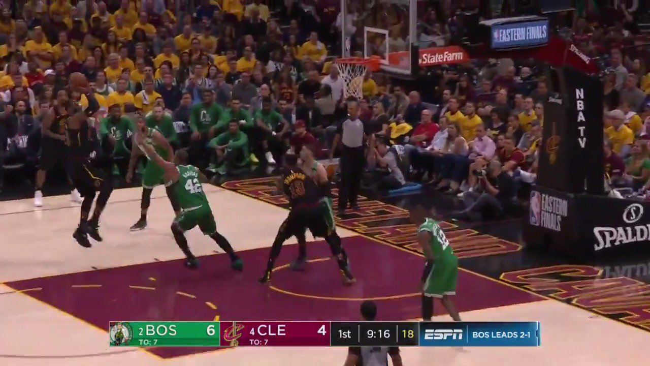 LeBron hits the short fade-away!  #WhateverItTakes 11 | #CUsRise 10  ��: @ESPNNBA https://t.co/qakOfuYLMx
