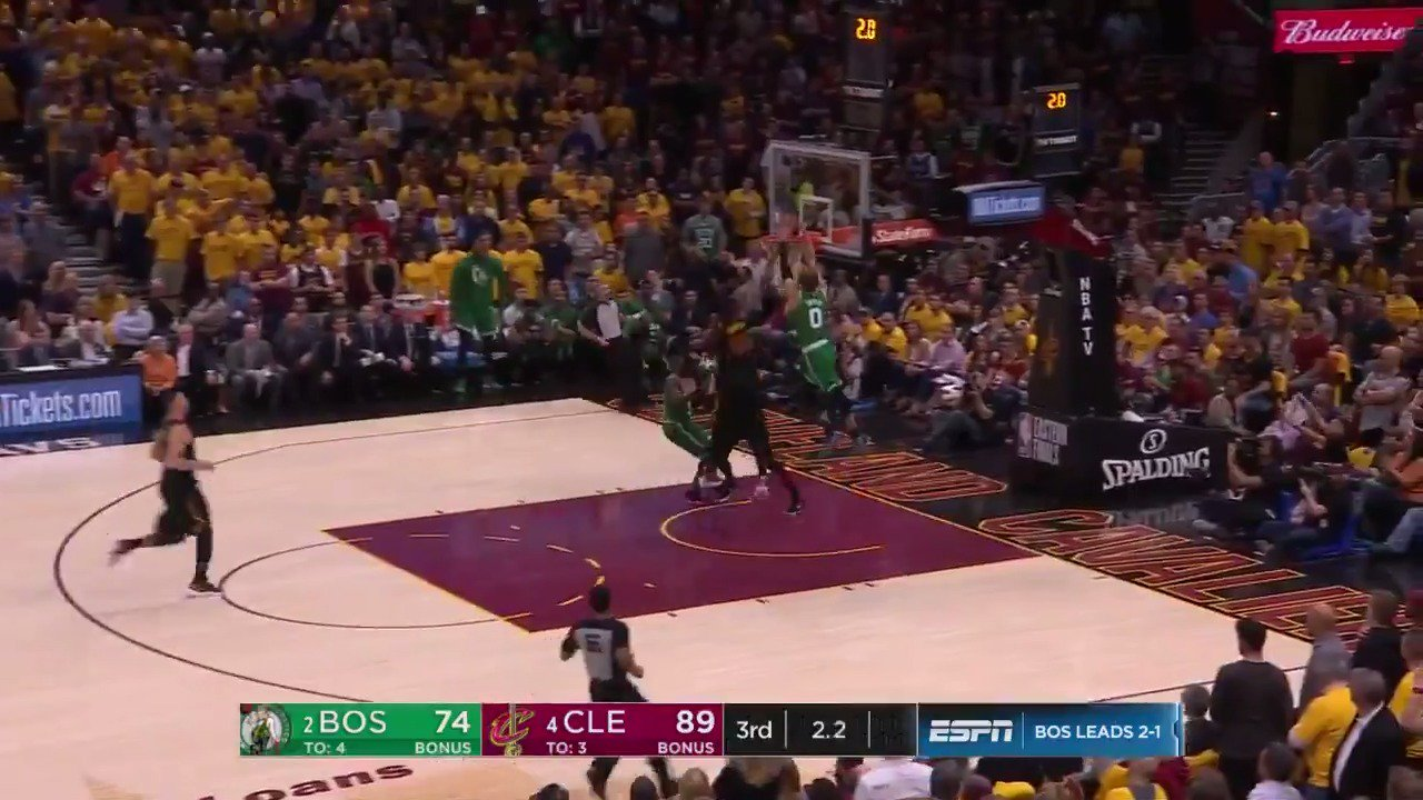 Marcus Smart, Terry Rozier & Jayson Tatum turn defense to offense to close the 3rd! #CUsrise #NBAPlayoffs https://t.co/rJ0VSaDyhJ