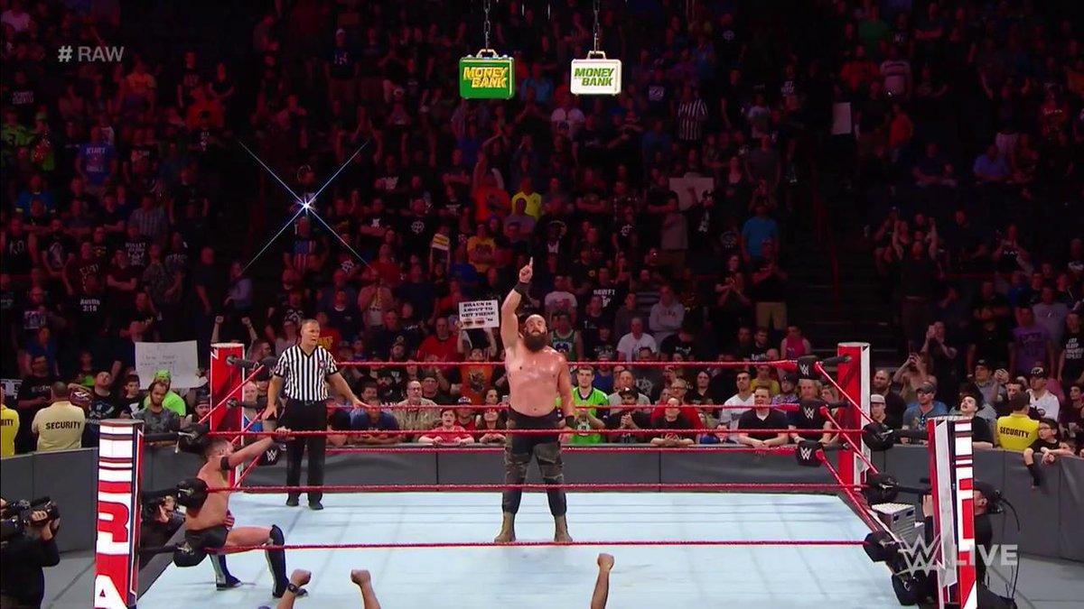 DdxRBfyUQAAYcXP - Five Talking Points of This Week's Monday Night RAW
