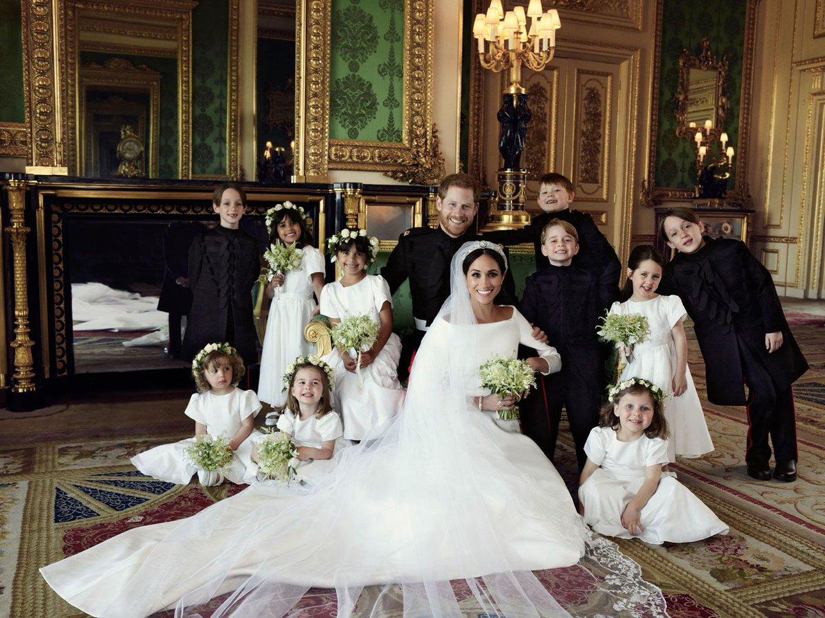 On ne se lasse pas des photos officielles du nouveau couple princier, prises par Alexi Lubomirski quelques minutes après la cérémonie #RoyalWedding