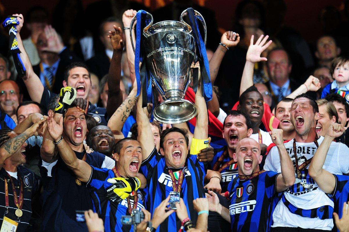 🏆🏆🏆  #AccaddeOggi: il 22 maggio 2010 l'@Inter alza al cielo la @ChampionsLeague e diventa l'unica italiana a riuscire nell'impresa del #Triplete ⚫️🔵  #UCL