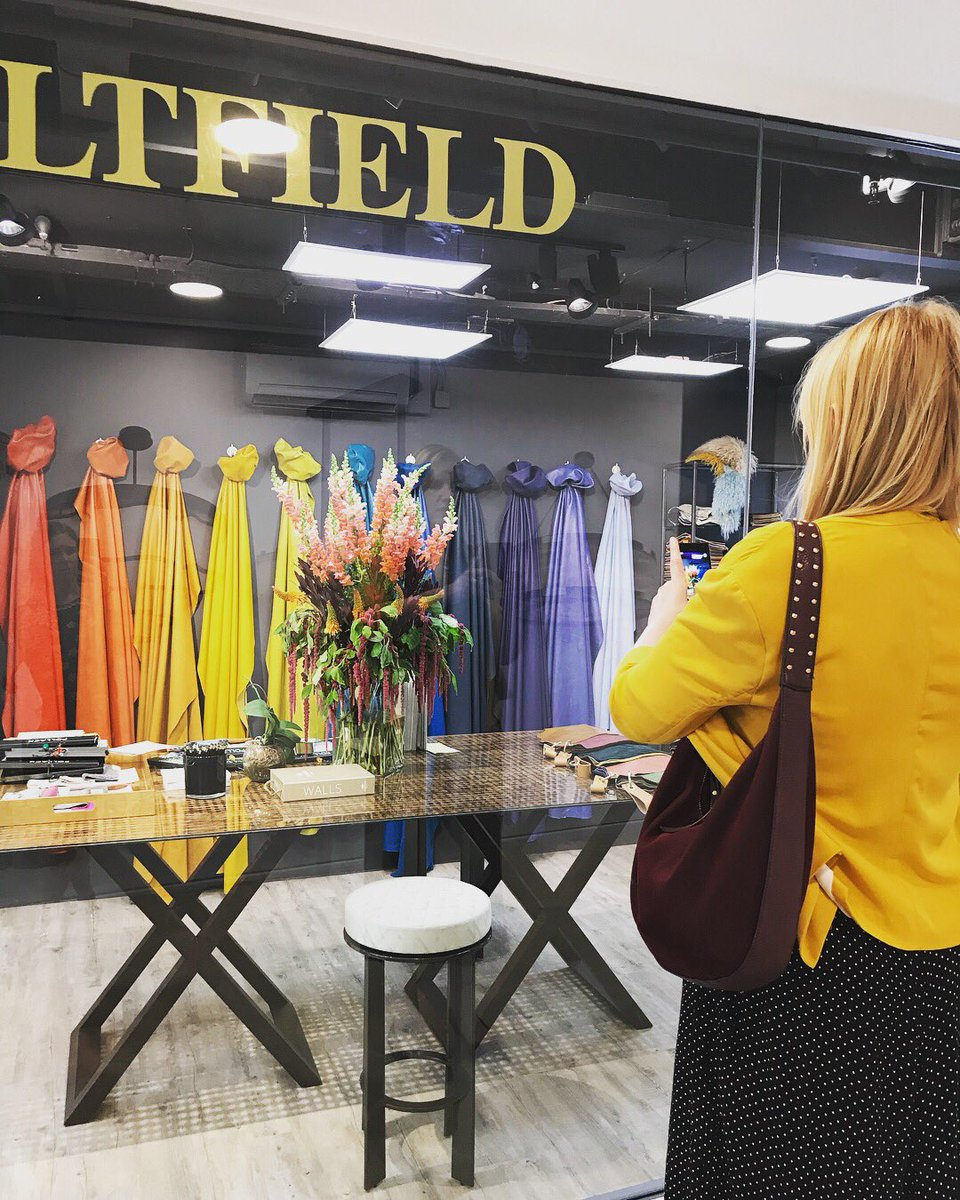 Design Centre Chelsea Harbour On Twitter Kerryn Harper Cuss Of Englishhometeam Tours All The Showrooms Participating In The Bigbloomatdcch Window Display Competition Visualmerchandising Floraldisplay Interiors Design Https T Co Ouj2hfcxk9