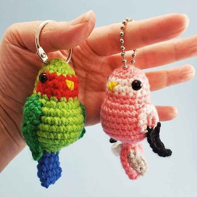Erin Balm On Twitter These Two Happy Parakeet Keychains Are Great