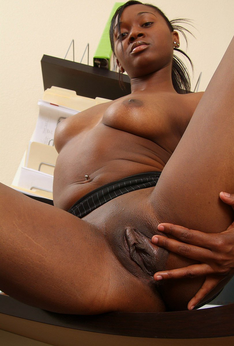 black-shaved-spread-ffm-erotica-picture-gallery