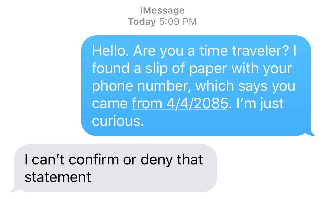 メモに書いてあった電話番号に実際に「あなたはタイムトラベラーですか?」ってテキストしてみたら「肯定も否定もできない」って返事が来たの最高かよ(°▽°)