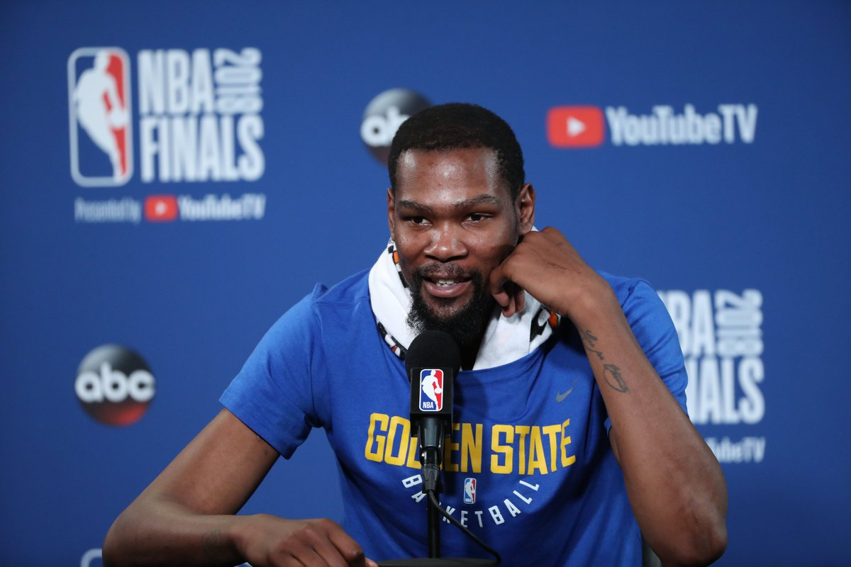 Kevin Durant surprises Bay Area students with paid tuition for their first year of college, per @ChrisConnelly https://ble.ac/2JtVHff
