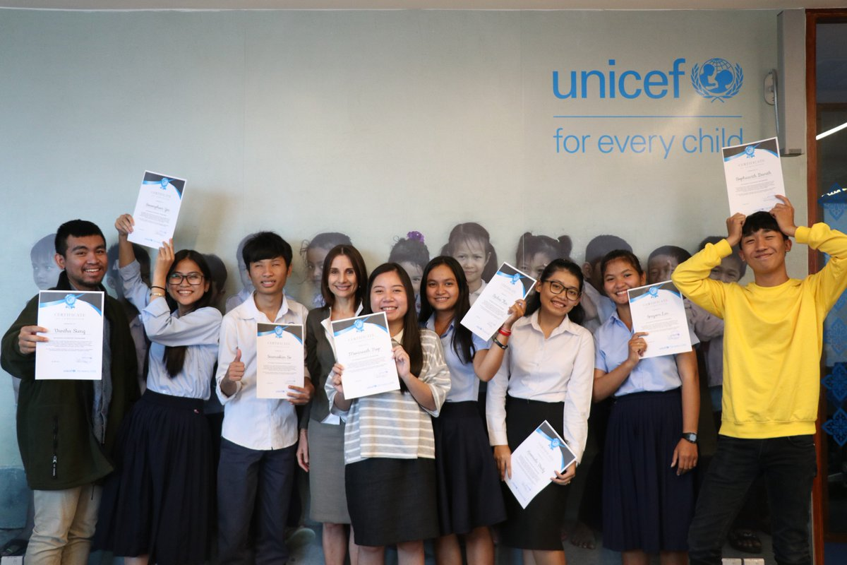 Were looking for a #blogging #trainer to be part of an exciting #VoicesOfYouth #VOY project to train Cambodian youth on writing, blogging and self-expression. Bloggers with youth training background, fluent in Khmer and English, apply today! unicef.org/about/employ/?…