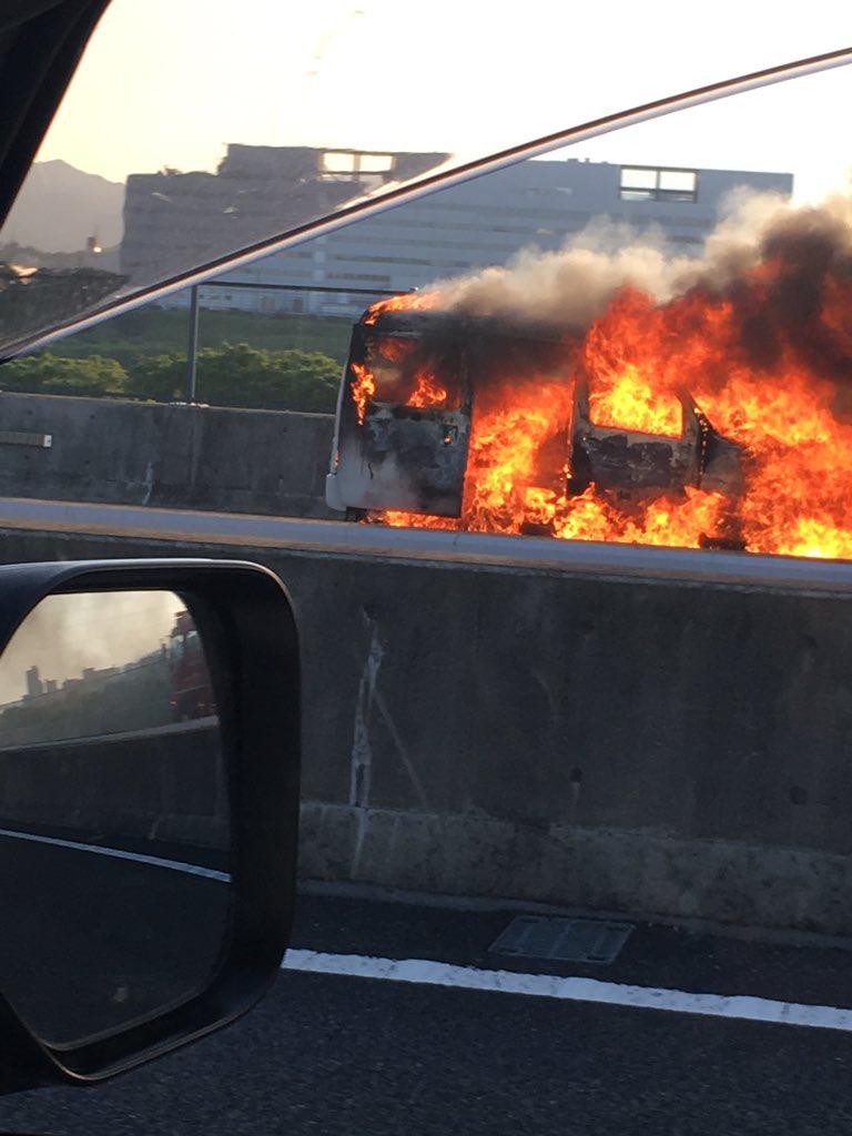 圏央道・海老名JCT付近の車両火災現場の写真画像