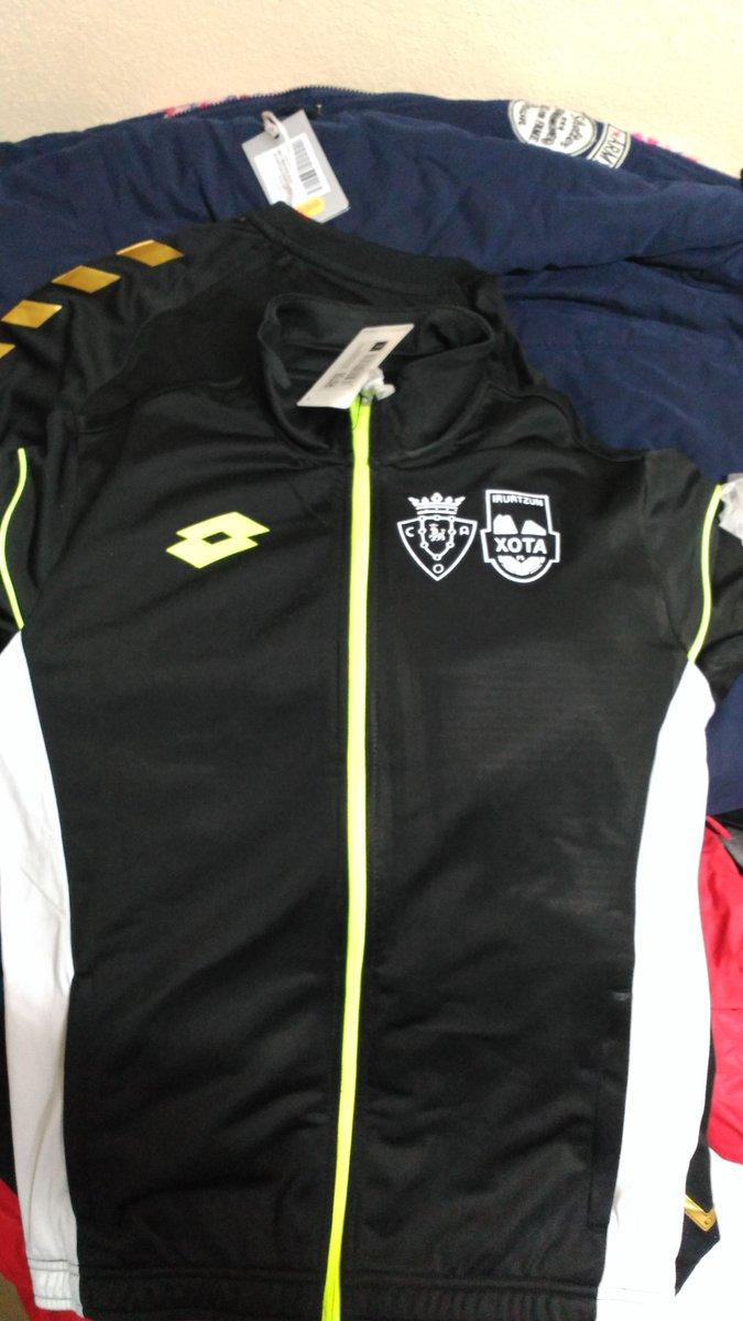 ... oportunidad y entra en http   www.futsalsakana.es y aprovecha todos los  descuentos en la ropa y merchandasing del club  verdepic.twitter.com MHnG5kUnCl c8965dc34f3ab