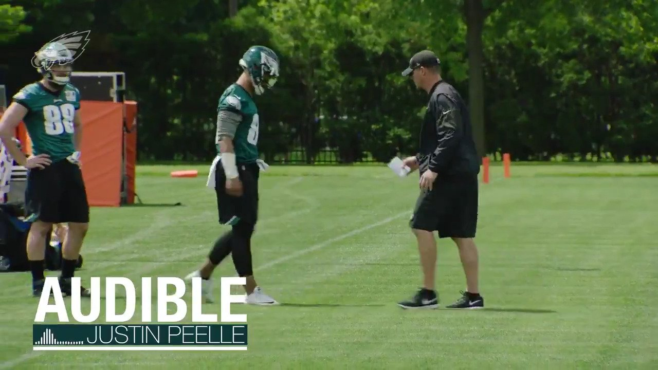 Listen in on #Eagles tight ends coach Justin Peelle during a recent OTA practice.  #FlyEaglesFly https://t.co/cYsJaz9TiU