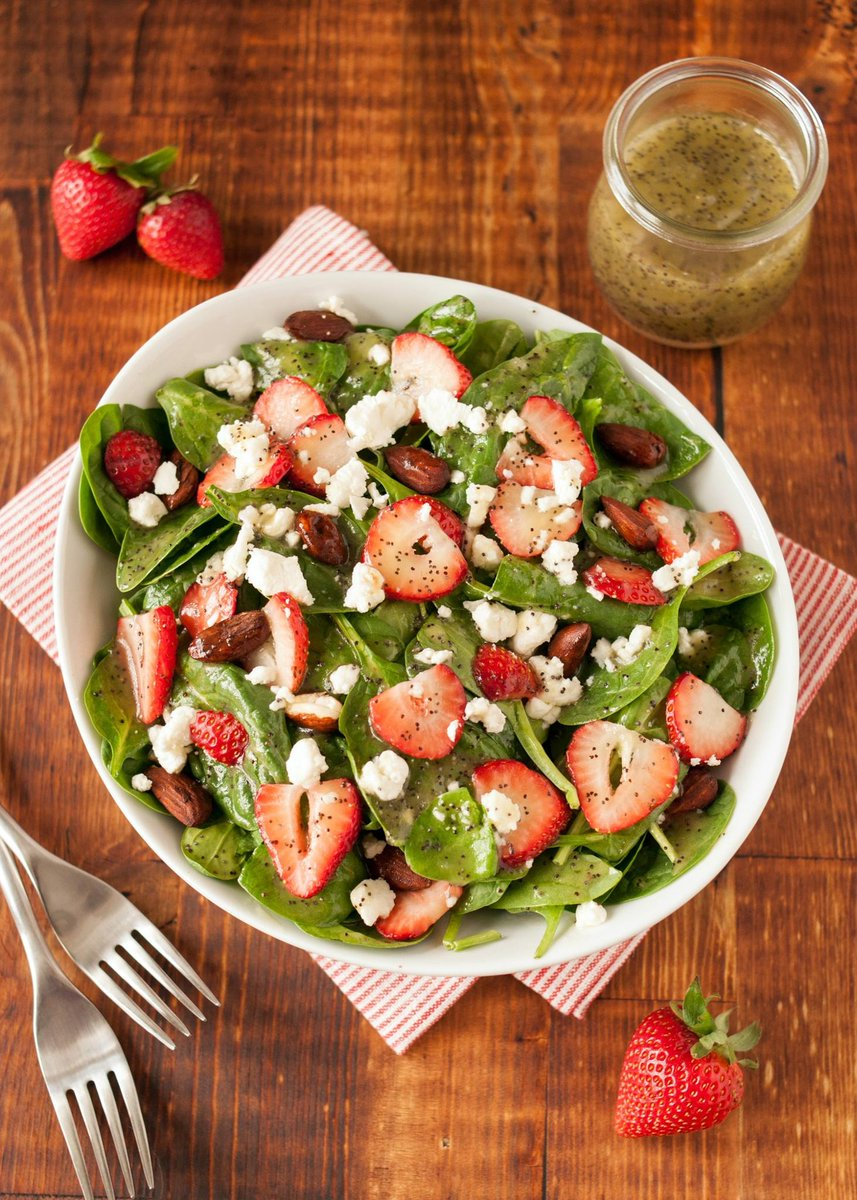 lettuce salad with strawberries - HD1500×2100