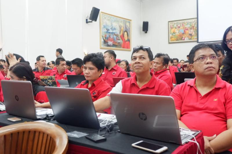 Ini baru kereen, #PartaiJamanNow sekali dulur..., Pertama di Indonesia, Partai Adakan Psikotest Online Bacaleg  https://bit.ly/2LoMT7Q #PartaiJamanNow #PDIPerjuangan #PDIPSidoarjopic.twitter.com/ey1QxVoz9h