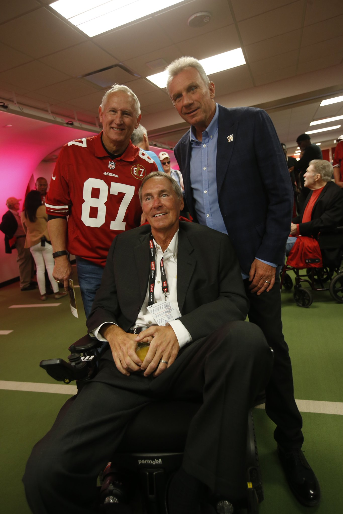 49ers legend Dwight Clark, 61, dies after battle with ALS https://t.co/adhZqigrtE https://t.co/0o7SNuDOPl
