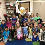 There are smiles from students and staff when Swagle the school mascot shows up for V=Visitor Day! Even @PaulEnderle and @Kgavin16  stopped by to join the fun! 🤗 #swd123