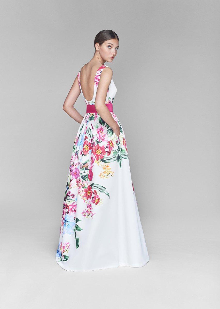 30c91d4a15 ... floral perfecto para una invitada a un evento en primavera.  looks   invitadasperfectas  moda  estilismo  belleza  vestido  madrina   damasdehonor ...