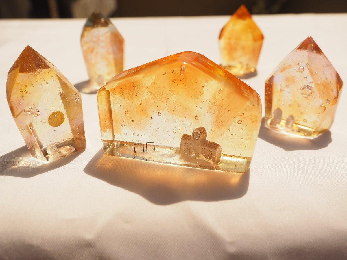 記憶のまち 「夕焼け鉱石」と「茜色に染まる校舎」  朝、夕、ライトアップといろいろな光で撮影してみました✨  ノスタルジックな雰囲気が出てお気に入りです💕 他に夕焼けに合う景色はなにかなー?(^-^)