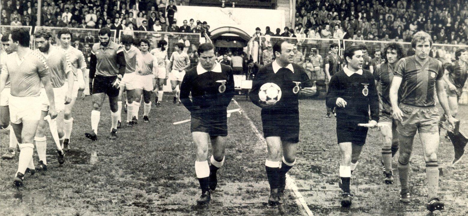 FOTOS HISTORICAS O CHULAS  DE FUTBOL - Página 20 De76p1kW4AIV5gv