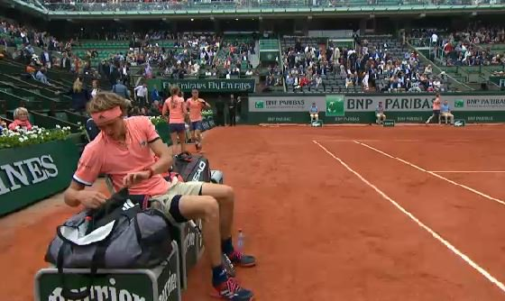 First comfortable hold from #Zverev to go up 2-1 in the set before the change of ends  Still on serve. #RG18