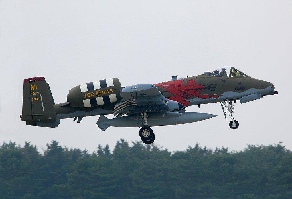 الوداع المؤجل - A-10 Thunderbolt II - صفحة 5 De7lrH6UcAIPNp_