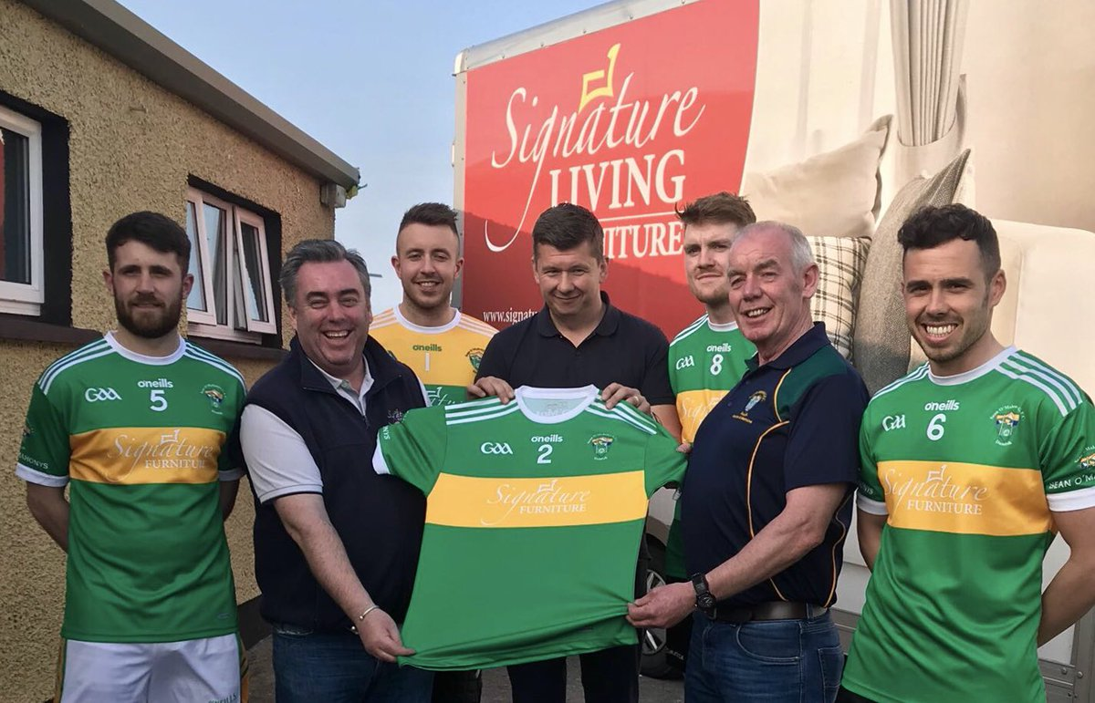 ... Sam McLaughlin (proprietor) Of Signature Furniture Presenting A New Kit  To @SOMLouth Chairman Pat Ou0027Brien And Players Johnny Connolly, Kevin  Brennan, ...