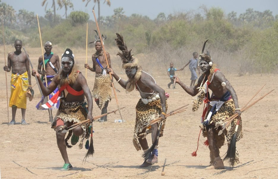"""Zambian Factz Zone auf Twitter: """"The Ila hold bravery as one of the highest  virtues. Young boys practiced their warrior skills by taking sticks with  them so they could fight during the"""