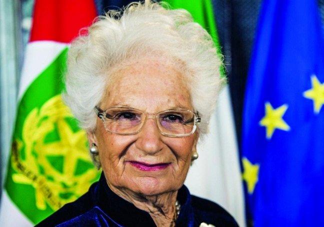 Liliana Segre: «La democrazia finisce piano piano. Ho visto le parole d'odio trasformarsi in dittatura. E poi in sterminio. Vorrei non vederle mai più» Colloquio con la senatrice a vita incarcerata a 14 anni e deportata ad Auschwitz-Birkenau https://t.co/mcNNmPgm3V