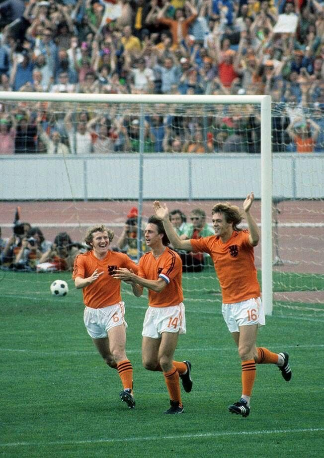 Wim Jansen, Johan Cruijff, Johnny Rep celebrate another goal of #Holland at the 1974 #WorldCup in #Germany. #totalfootball #orangemachine #oranje74 #holland74 #nederland #netherlands #fifa #mundial #johnnyrep #wimjansen #johancruijff #johan #cruyff #football #futbol https://t.co/rVGayZjO36