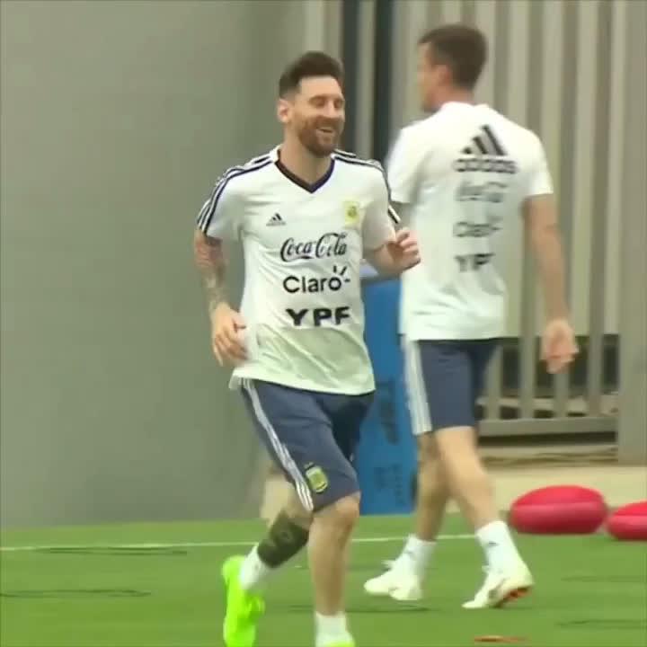 �� Leo #Messi + @Argentina at Ciutat Esportiva! ⚽ #BarçaWorldCup https://t.co/kSSlflnCTE