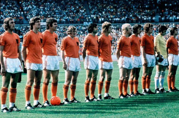 National anthem of The #Netherlands before the 1974 #worldcup final vs West-#Germany.  https://t.co/GiRZD1WWaR  #mundial #fifaworldcup #fifa #football #futbol #foot #soccer #voetbal #holland74 #oranje74 #holland #oranje #nederland #deutschland #weltmeister #worldchampion #cruyff https://t.co/kQYsyIZUMH