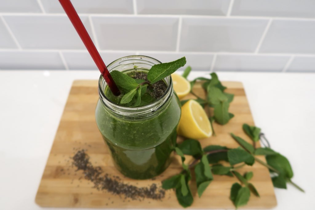 HIL On Twitter Kiwi Kick Start 3 Cups Water 2 Handfuls Baby Spinach 1 Handful Kale Tbsp Ground Flaxseeds Medium Red Apple Pairs Small