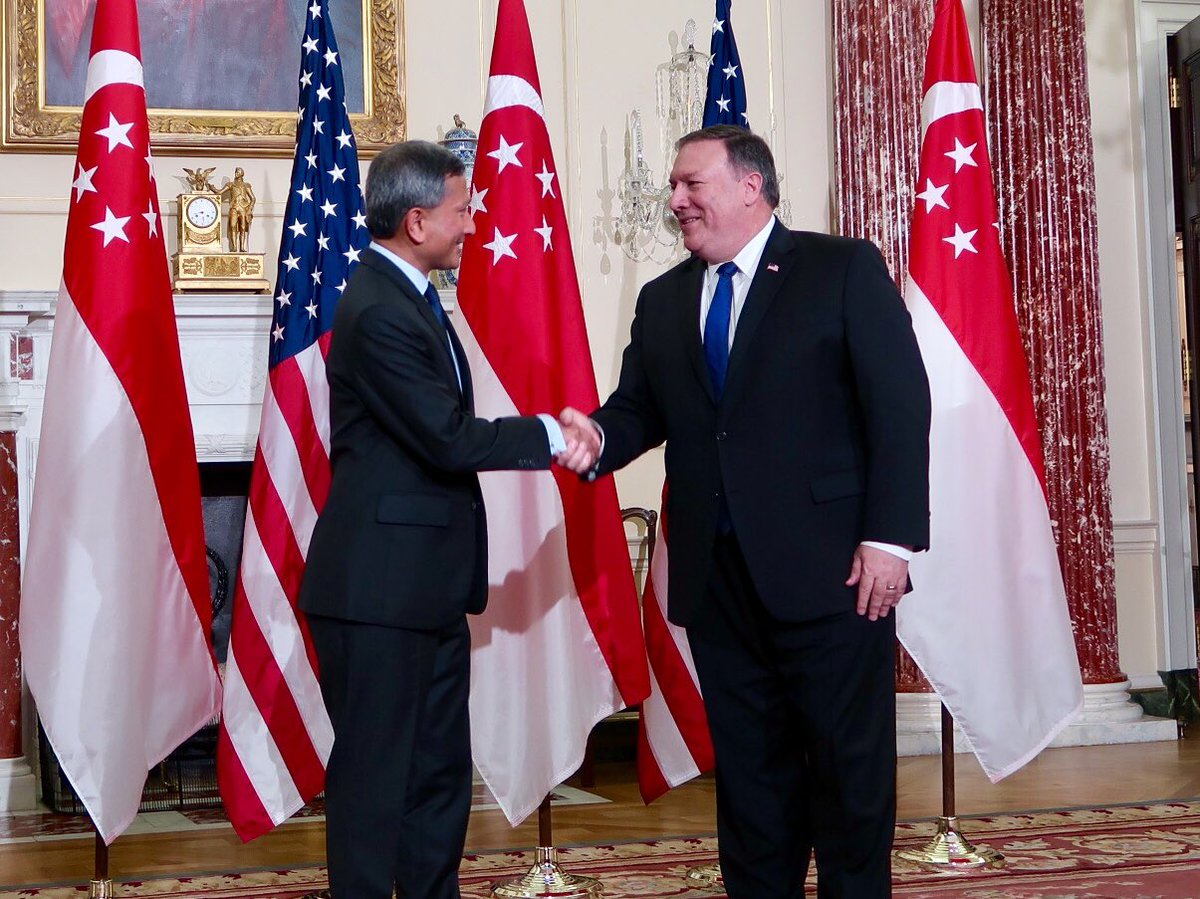 .@SecPompeo greets @VivianBala at the US Department of State 🇸🇬 🇺🇸
