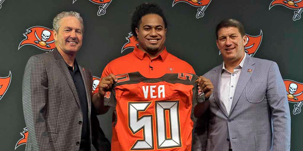 .@Buccaneers, @VitaVea agree to rookie contract: https://t.co/BUy5mgac3j https://t.co/UQEdyJtbBo