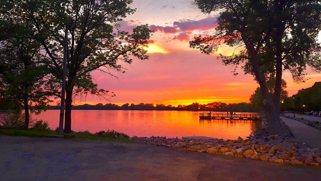 WOW! Stunning sunset seen tonight from St. James, Minnesota. Photo courtesy of Lisa Carlson. #Sunset #MNwx<br>http://pic.twitter.com/2WtucMRHLJ