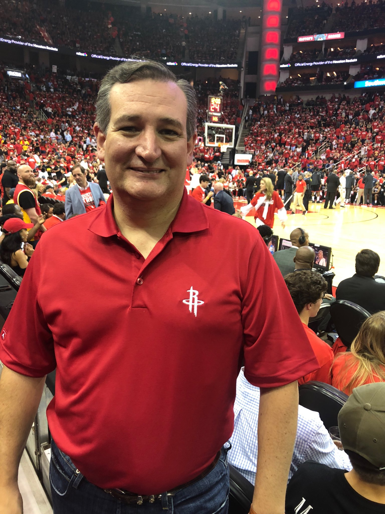 At the @HoustonRockets game, end of Q3. GO ROCKETS!!  #SantaFeStrong https://t.co/KM2I6o8mND