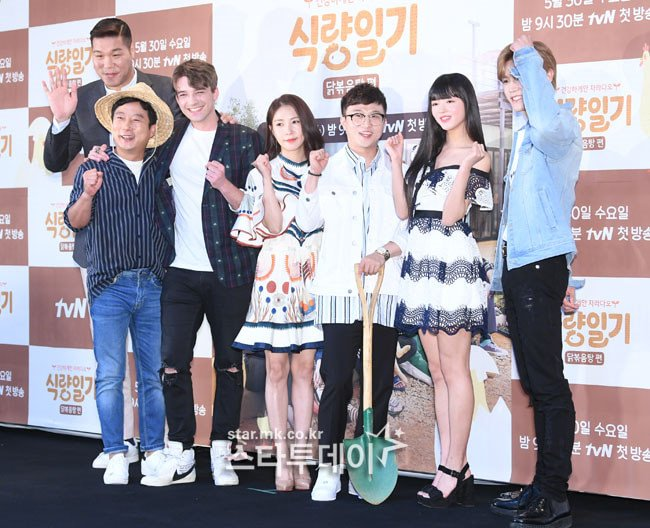 Here are some press photos of tvN new variety program &#39;Food Diary&#39; cast with BoA, NCT Taeyong, OH MY GIRL YooA, Lee Soo Geun &amp; more at their press conference~! <br>http://pic.twitter.com/tEchJSR1CR