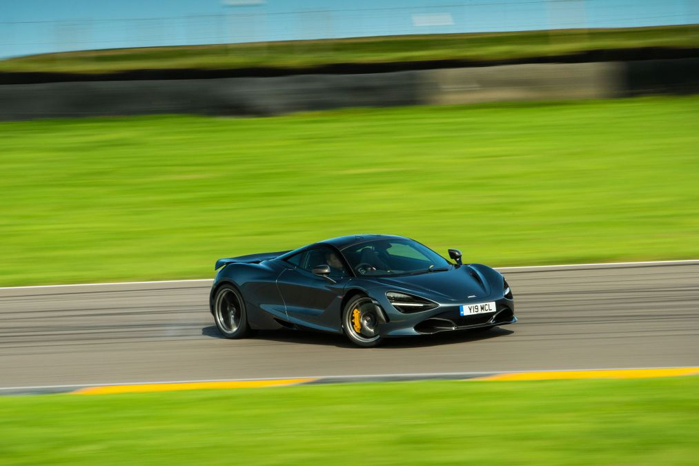 We went to the Anglesey Circuit in a McLaren 720S to understand the complexities involved in setting a lap time in a supercar – https://t.co/LhJPKT1aqY