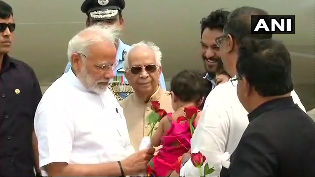 PM Narendra Modi arrives in Kolkata, received by Governor Keshari Nath Tripathi and Union Minister Babul Supriyo. PM will attend the convocation of Visva Bharati University in Shanti Niketan