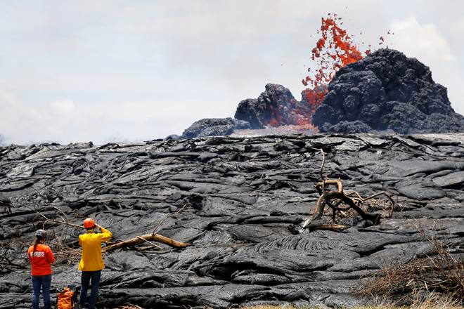 #Lava from #Hawaii #volcano enters ocean from 3 flows https://t.co/gmZl7tbG3F