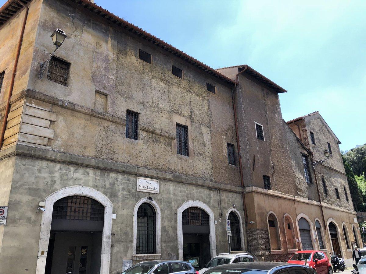 Complesso monastico (clausura) di Tor de Specchi. L'unicità delle secolari stratificazioni di Roma e del suo tessuto #roma #Romeisus #romaconimieiocchi @clapas66 @TrastevereRM @AMB_SEBASTIANI @EttoreSequi @Livia_a_Roma @luigi_scuderi @PasqualeTotaro @caputmundiHeidi @archivetro