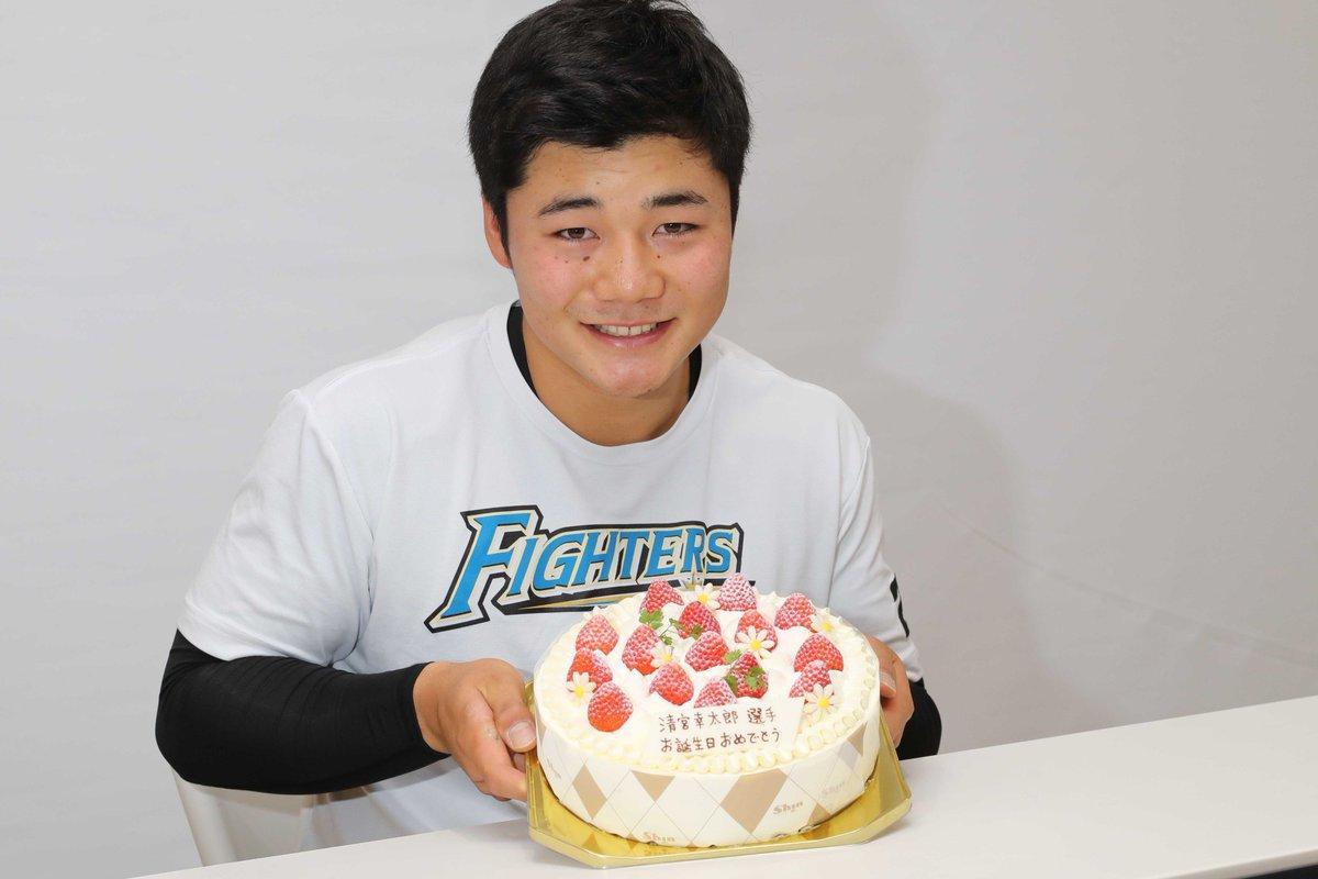 清宮選手のお誕生日のお祝いをしました🎂おめでとうございます😊  #lovefighters #いちばん青い空にしよう #HappyBirthday
