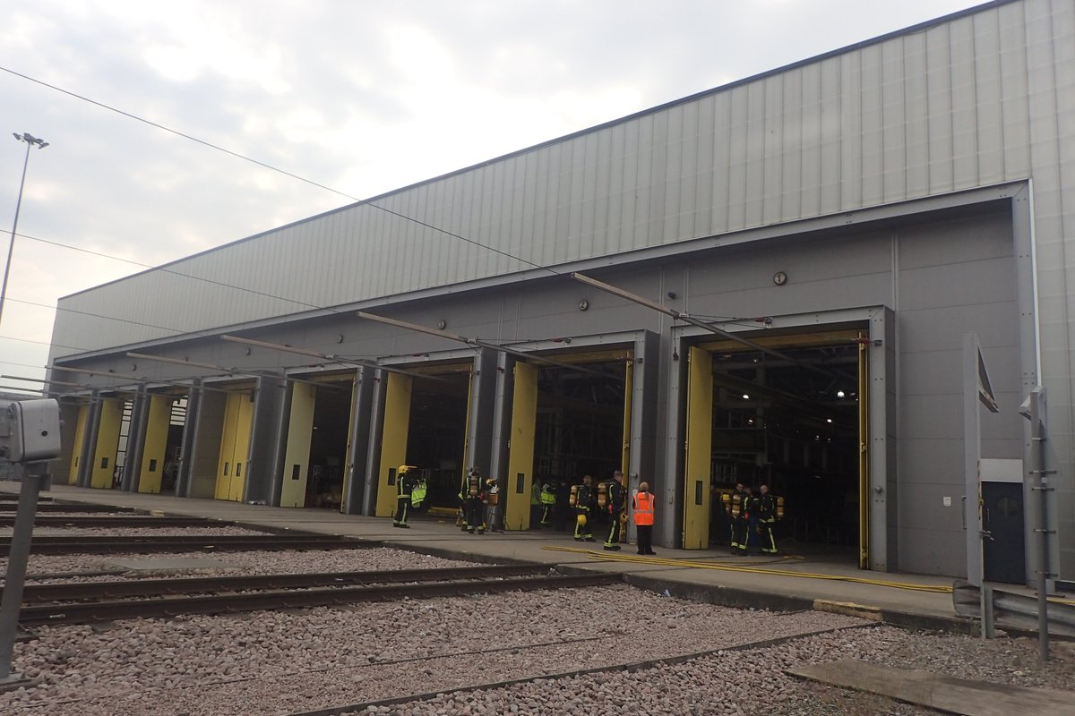 Firefighters were called to a fire at a railway depot in #Leyton A small part of the engine car of an 18 carriage train was damaged in the blaze. Fortunately no one was injured https://t.co/gsdGWI5gnQ